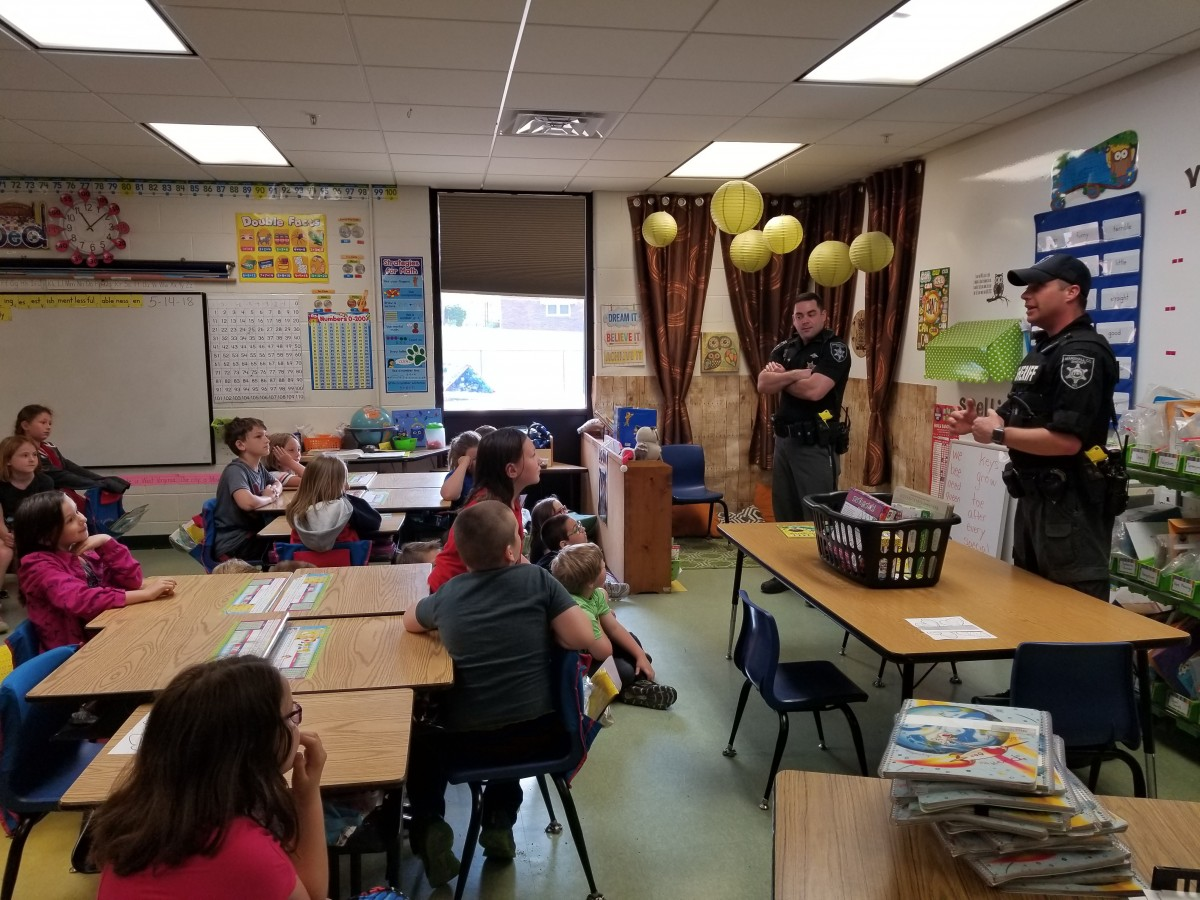 Law Enforcement Officers Read to Students